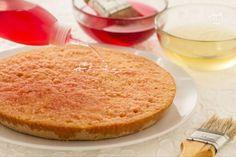Per la scuola di cucina, impariamo come fare la bagna per torte, indispensabile per arricchire i vostri dolci.