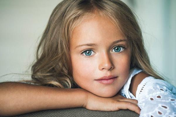 9 anni Kristina Pimenova, la bambina piu' bella del mondo