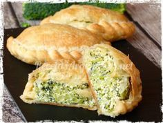 Empanadas de Ricotta y Brócoli:Cebolla 1 Brócoli cocido al vapor o al microondas 400 gramos Ricotta 250 gramos Sal y pimienta a gusto Queso rallado 2 o 3 cucharadas soperas.