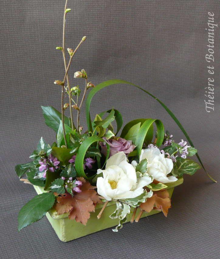 Deux fleurs entrent dans la composition de ce bouquet : une tulipe à fleur de pivoine de mon jardin et une rose d'un joli mauve choisie...