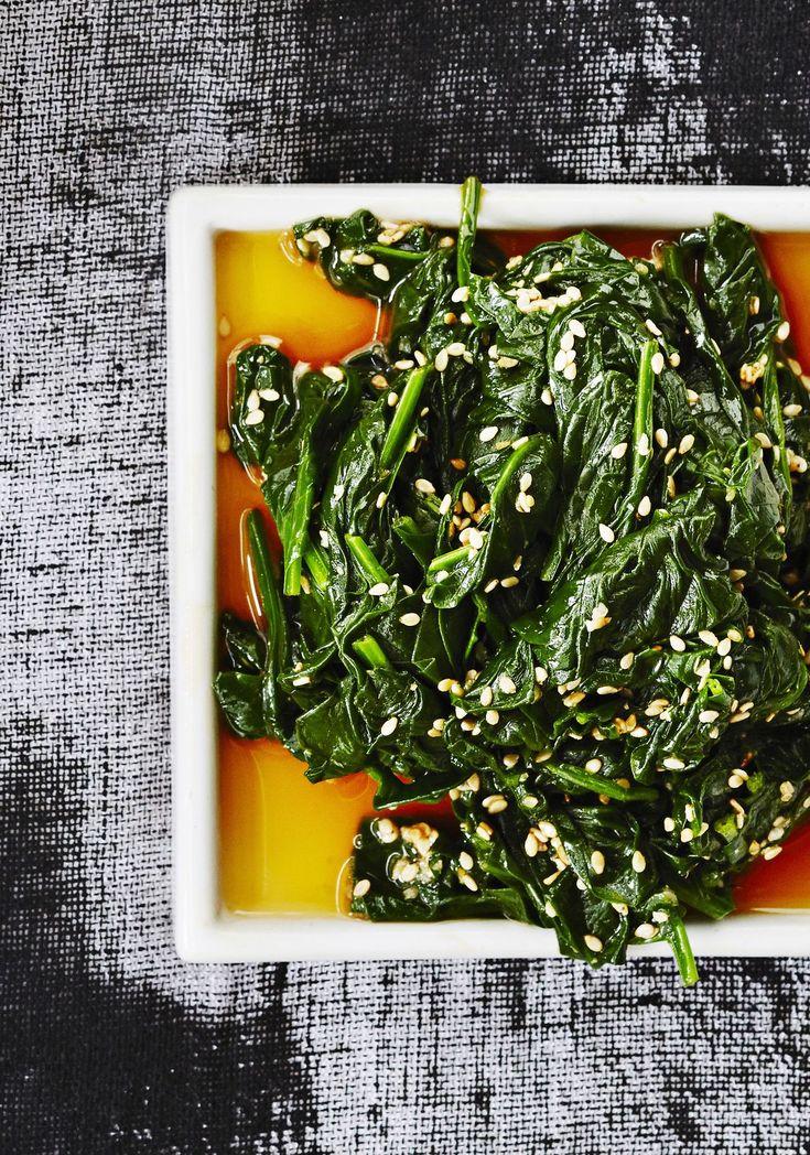 Simppeli japanilainen seesamipinaatti sopii loistavasti alkupalaksi tai lisukkeeksi, kylmänä tai lämpimänä.