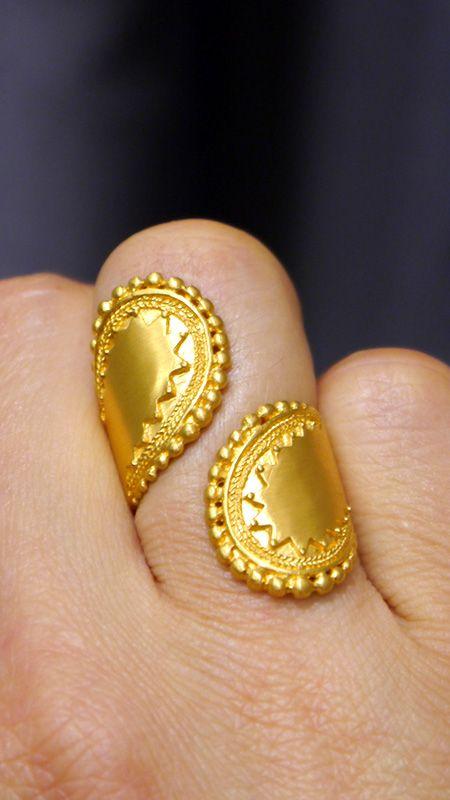 Satya Jewelry bringt einen Hauch Exotik in unsere kalte Jahreszeit <3 Der Ring Encompass Paisley Wrap ist nur eines der Highlights der neuen Kollektion. Jetzt bei uns: lilu117.com #lilu117 #satya #satyajewelry #schmuck #ring #kette #necklace #ohrring #earring #accessoires #shoppingqueen #trendsetter #fashion #mode #trend #ottensen #hamburg #indien #yoga #namaste #modedesign #gold #silber #farben #musthave #trend #lotus #hamsa #lebensbaum #mutter #tochter #freudnschaft #geschenk #paisley