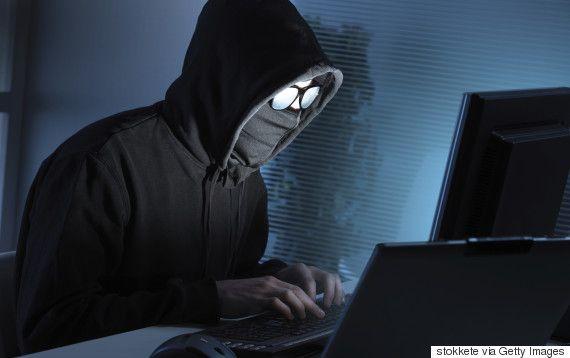 Hacker έκλεψε sex tape δασκάλου και το ανέβασε στο site του σχολείου - http://secn.ws/1QrheNt -   Ο ομοφυλόφιλος δάσκαλος απολύθηκε μετά τη δημοσίευση του sex tape στην ιστοσελίδα του σχολείου  Ένας ανώνυμος hacker εισέβαλε σε λογαριασμό του Dropbox ενός ομοφυλόφιλου καθηγητή και στη συνέχε