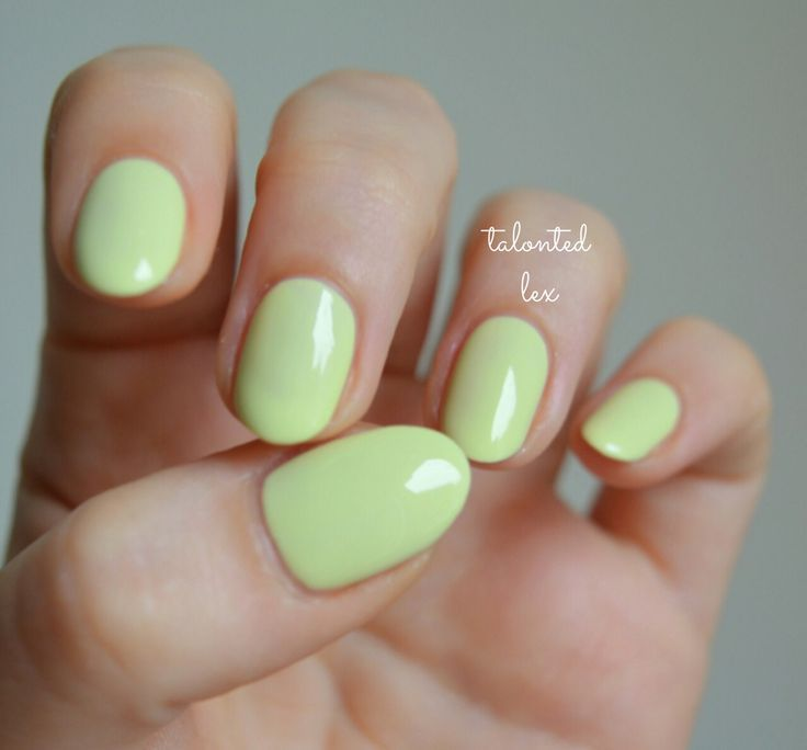 'Chillato' from the essie 'Peach Side Babe' summer 2015 collection. Pale green/ lemon nails.