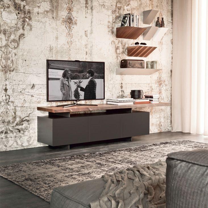 Soluzioni minimal o pareti attrezzate offrono il supporto adatto al televisore, con proposte specifiche per schermi di tutte le dimensioni, sistemi pensati per nascondere i cavi e spazi supplementari per i vari accessori.