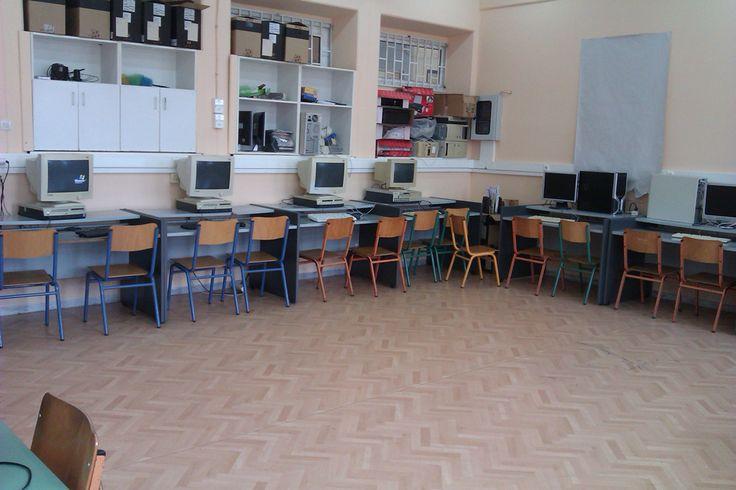 <p>Δείτε φωτογραφίες από το εργαστήριο πληροφορικής του σχολείου μας:</p>