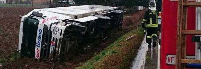 È impossibile SVIARSI dalla verità se prima non si era nella verità |--------------> Ma se io dovessi dire che quel camion in effetti non era affatto sulla strada, prima di trovarsi ribaltato al...