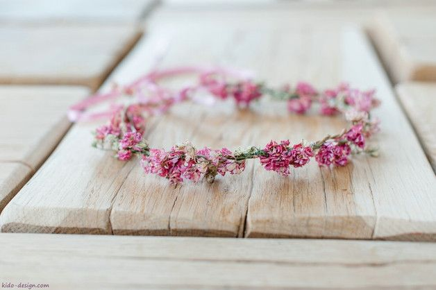 Blumenkranz in Rosa aus echten Blüten als Accessoire auf Deiner Hochzeit / floral wreath in light pink for your wedding made by Kido-Design via DaWanda.com