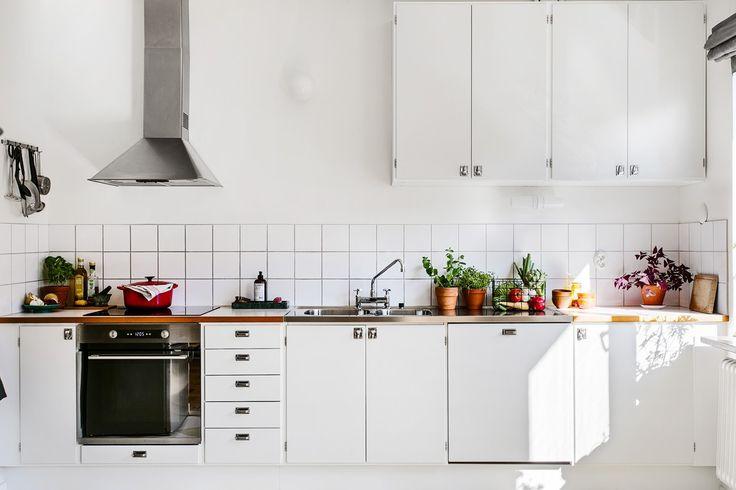 Snyggt renoverat kök med alla bekvämligheter.