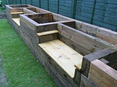 Les Mable's raised beds with bench seats from new railway sleepers. We definitely need to try this! http://www.shoptility.com?utm_content=buffer9f30d&utm_medium=social&utm_source=pinterest.com&utm_campaign=buffer