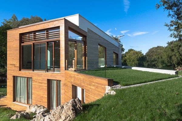 Energy-Efficient Residence in Spain Inspiring Healthy Modern Living