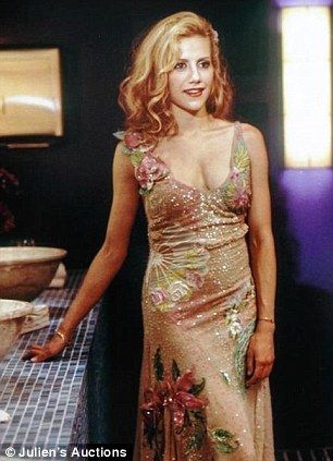 I loved this dress that Brittany Murphy wore in Uptown Girl :)