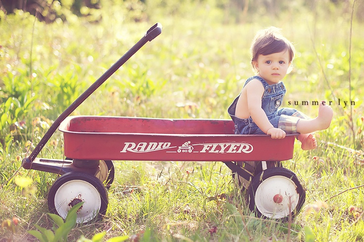Note to self, scour yard sales for Radio Flyer wagons this summer!
