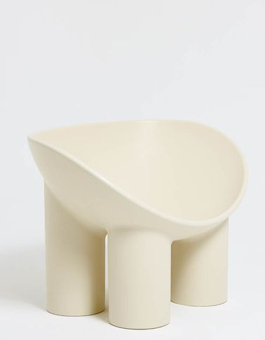 Roly Poly Chair / Cream. A fibreglass chair designed by British designer Faye Toogood. All of Faye her pieces are handmade by small-scale fabricators and traditional artisans, with an honesty to the rawness and irregularity of the chosen material.