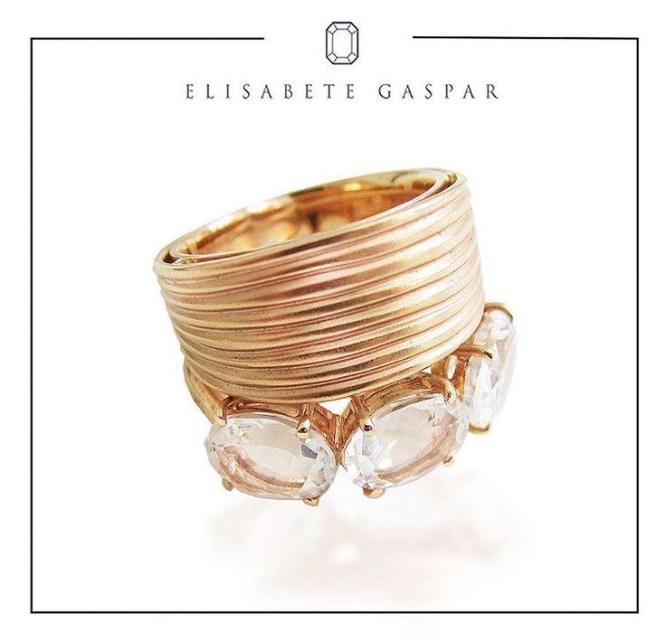 ⚜Está atrás de um anel poderoso e cheio de atitude? O anel de quartzo translucido em ouro rose é para você! Perfeito!⚜ ------------------------------------ Para contato: 📱📞✉️contato@elisabetegaspar.com.br Whatsapp: (11)94188-4231
