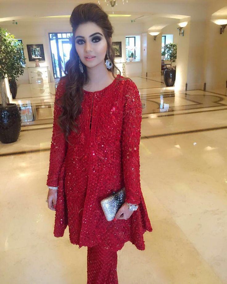 Aphrodite #NoorJahanAzain looks picture perfect in a drool-worthy #FarazManan…