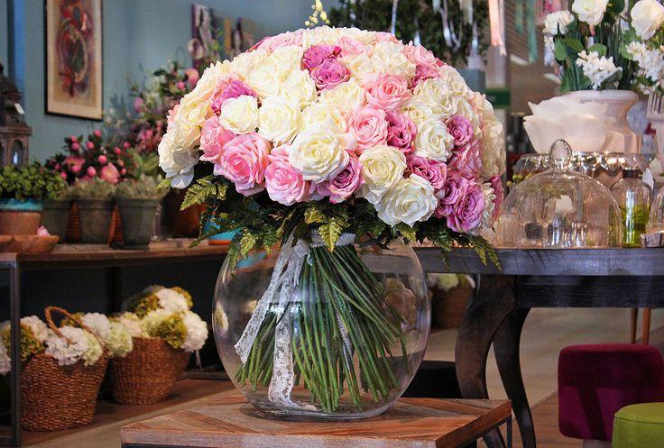 #Bouquet di rose bianche e rosa.