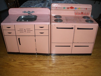 Elegant Vintage Wolverine Toy Pink Metal Kitchen Set ( Stove U0026 Sink ) From 1950u0027s