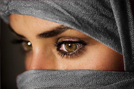 le khol, femme du Moyen-Orient