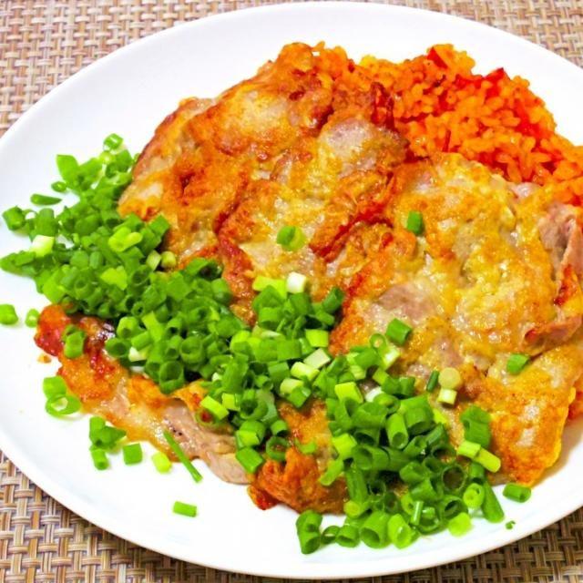 忙しいけど煮詰まった時は料理に逃げるのが一番❗ チキンライスじゃないよ。以前もらったプルコギのタレがあったので、トマトと炒めて炒飯風に。韓国のジョンというか、ピカタというか、そんな感じで焼き、トッピング。なかなかいいので、定番化決定! - 64件のもぐもぐ - プルコギトマトライスにジョンピカタ by Nao ペロン