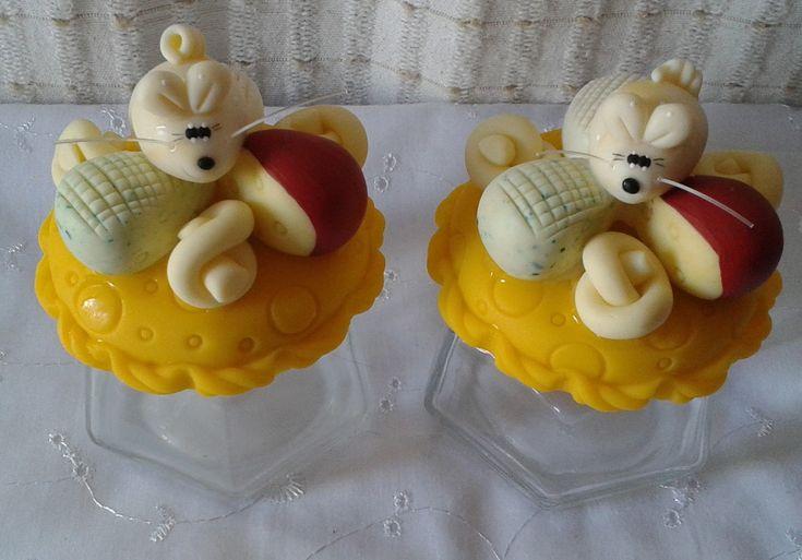 lindo pote sextavado decorado em biscuit, com queijos e ratinho. <br> <br>seu queijo ralado vai ficar mais saboroso !!! <br> <br>capacidade do vidro 170ml <br>acabamento em verniz fosco <br> <br>valor unitário !!! <br> <br>A PARTIR DE SETEMBRO AS ENCOMENDAS AUMENTAM,PORTANTO FAÇA SEU PEDIDO COM ANTECEDÊNCIA !!!