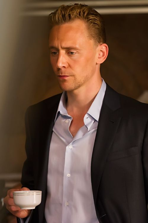 Tom Hiddleston as Jonathan Pine in The Night Manager. Full size image: http://tomhiddleston.us/gallery/albums/tv/thenightmanager/stills/1x06/044.jpg Source: http://tomhiddleston.us/gallery/displayimage.php?album=661&pid=33406#top_display_media