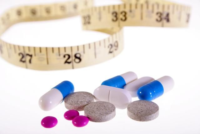 Need a little boost to make your diet work faster? Have you tried traditional weight loss methods with no success? If you are looking for a weight loss pill, there is no shortage of options. Use this guide to sort through your choices to find a safe and effective medication or supplement to lose weight.