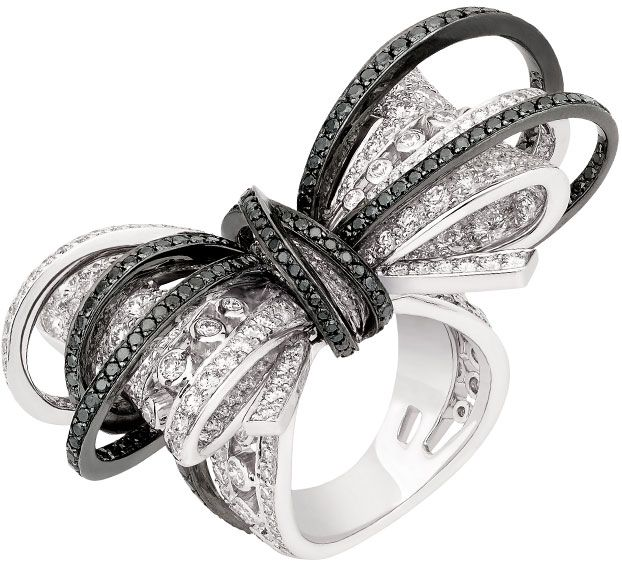 The Chanel Ruban Couture ring in white gold with black and white diamonds.