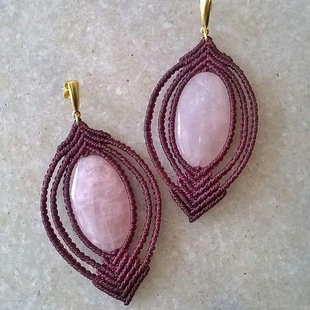 Boa tarde!!! Mais uma lindeza feita, com pedras quartzo rosa. Pedra do amor. ❤