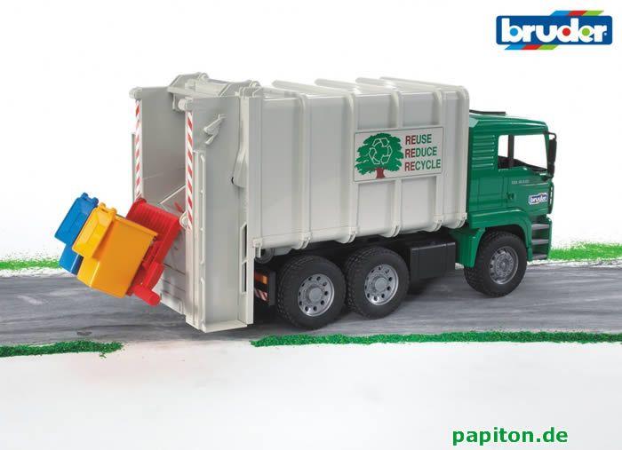 Bruder 2764 - MAN TGA Müll-LKW Hecklader (grün-weiß) bei Papiton bestellen.