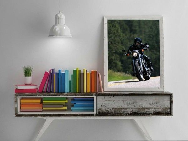free-wooden-frame-picture-mockup