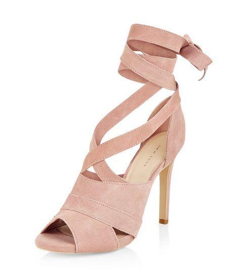 Sandales à talons roses en cuir avec laçage sur le devant