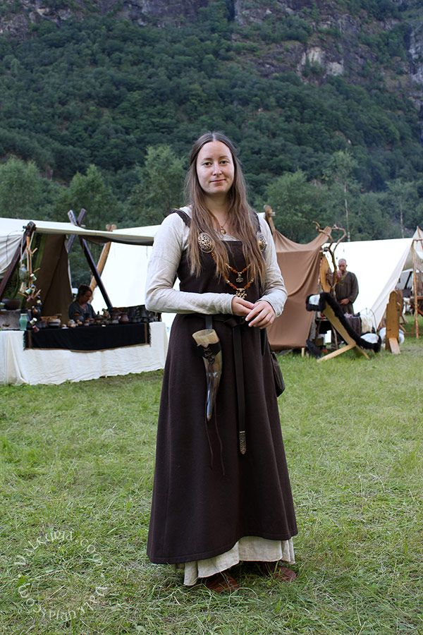 Good example of a gown worn at a modern Viking reenactment - Valkyrja