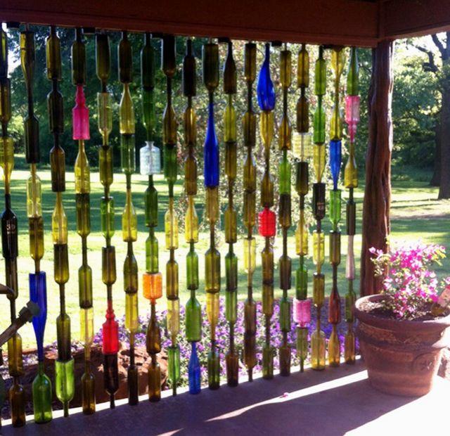 Panneau très créatif fabriquée en bouteilles vides