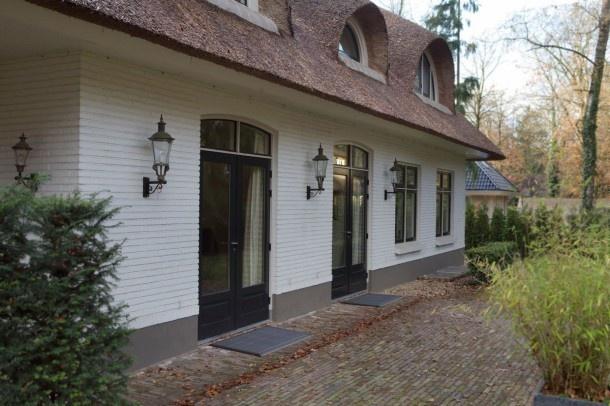 zoiets dus, maar dan binnen. Landelijke villa met terras van baksteentjes. Door bofleur