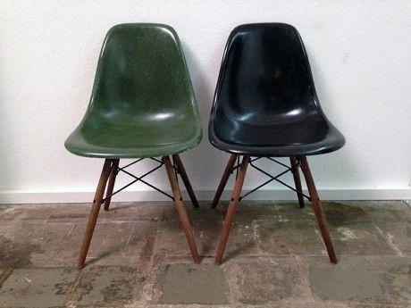 1 Paar Eames Side Chairs, Olive Dark Green & Black | www.seventyseven.ch