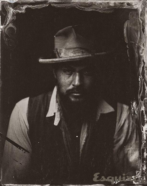 Jason Momoa - Sundance 2014-Old fashioned Retrats - Sundance 2014 Victòria Will ferrotips - Esquire
