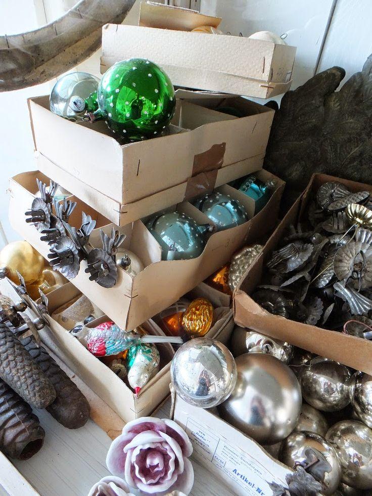 antiker Weihnachtsschmuck, antike Möbelstücke im Shabbyhic,