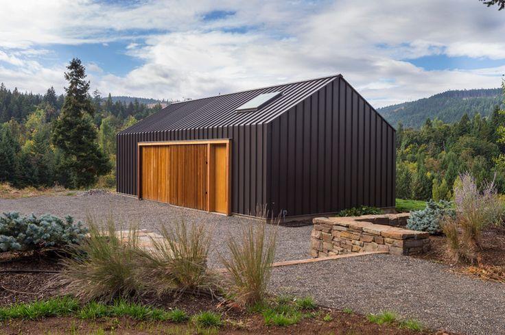 Bauhaus-Look Garage & Geräteschuppen by FIELDWORK Design & Architecture