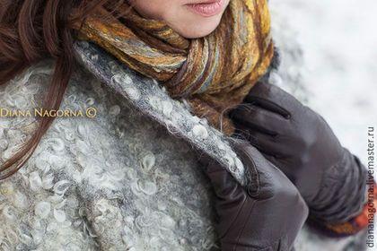 Купить или заказать Войлочное пальто в технике ' Эко-мех' в интернет-магазине на Ярмарке Мастеров. Очень теплое пальто ручной работы. Выполнено в технике валяния из мериносовой шерсти и кудрей овец породы Готланд. Пальто на подкладке, застегивается на кнопки.