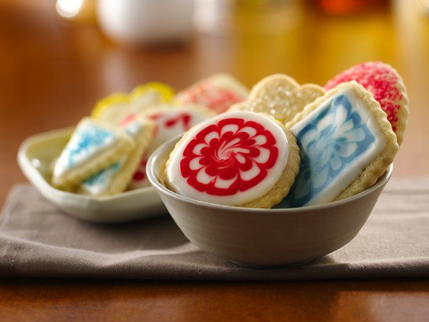 Some things just don't change. Delicate sugar cookies have been favorites for generations. Whether sprinkled with colored sugar, frosted or elaborately decorated, they're as popular now as in years past.
