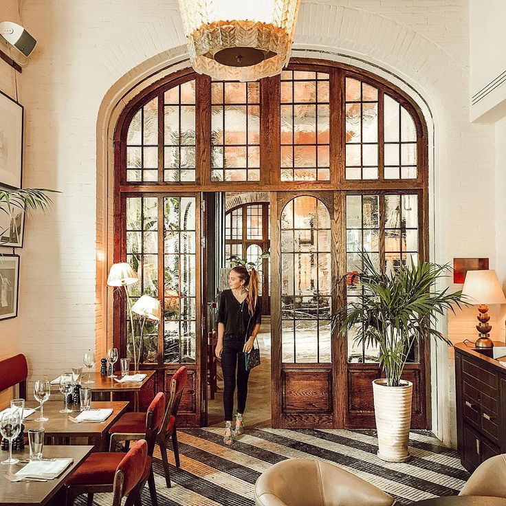 "4,258 gilla-markeringar, 31 kommentarer - JACI CARLSON (SMITH) (@jacimariesmith) på Instagram: ""lunch date with @nilla_leifers 🍴can't get over this amazing interior! @sohohousebarcelona"""