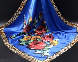 Luxusná modrá šatka s kvetinovým vzorom
