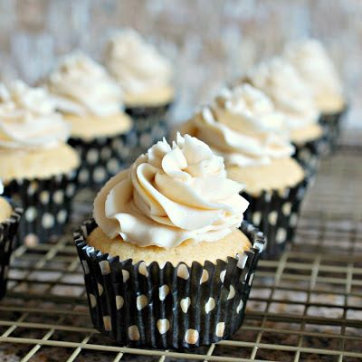 Eva Bakes - There's always room for dessert!: White Russian cupcakes