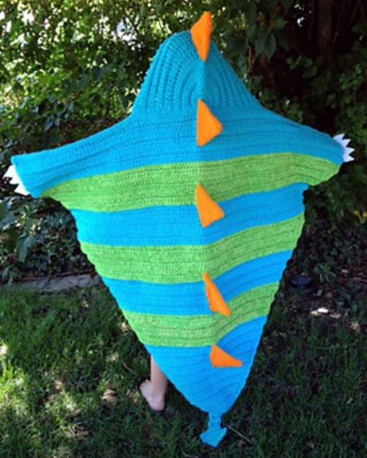 Dragon Motif Knitting Pattern : I need to make #snapthehoodeddragonblanket immediately! # ...