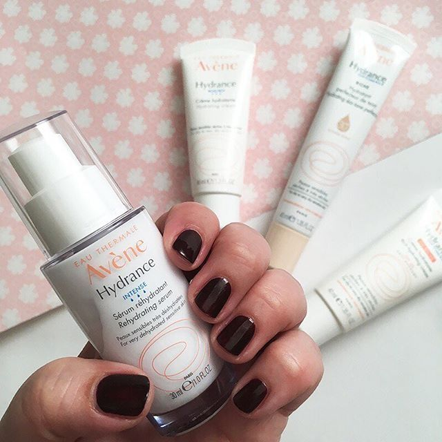 Good news for everyone with parched, sensitive skin! French skincare experts Avène have just re-formulated their bestselling «Hydrance» range, and the new Intense Rehydrating Serum is just what dry, thirsty skin needs! Find out more about the range on Hey Pretty today, link in bio! @eauthermaleavenefrance #sponsored #avene #hydrance #skincare #eauthermale #thermalwater #facecare #sensitiveskin #dryskin #frenchbeautysecrets #beauty #beautyblog #beautyblogger #bblogger #heypretty