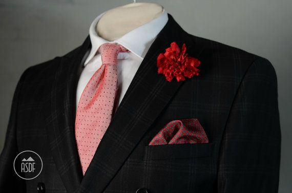 Size of the pocket square is approx 15 (38cm). Size depends on the thickness of the material to be able to safely lay in the bottom of the pocket.