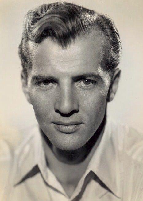 BRUCE BENNETT est un acteur américain, né le 19 mai 1906 à Tacoma (État de Washington), mort centenaire le 24 février 2007 à Santa Monica (Californie). Avant sa carrière d'acteur, il est athlète et pratique le football américain. Aux Jeux olympiques d'été de 1928, il remporte la médaille d'argent au lancer du poids. Filmographie principale : -1948 Le Trésor de la Sierra Madre (The Treasure of the Sierra Madre) de John Huston. -1952 Le Masque arraché (Sudden Fear) de David Miller. -1957 Terre…