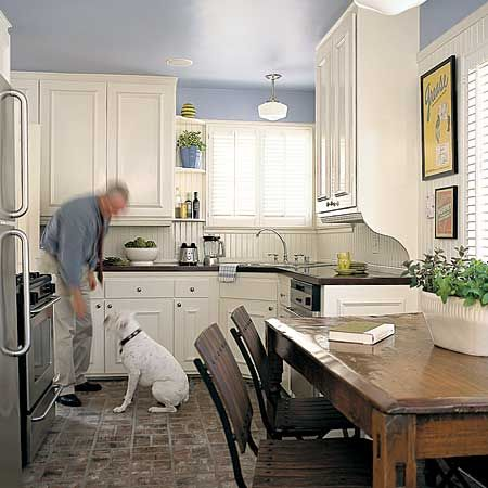 blue and white kitchens going on in this very small space a - Small Eat In Kitchen Ideas