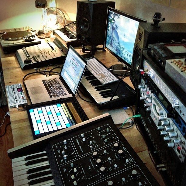 17 best images about home studio setups on pinterest music rooms home music rooms and edm music - Home studio ...
